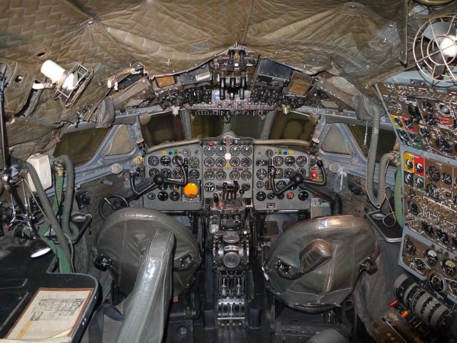 De_Havilland_DH106_Comet_4_G-APDB_Cockpit