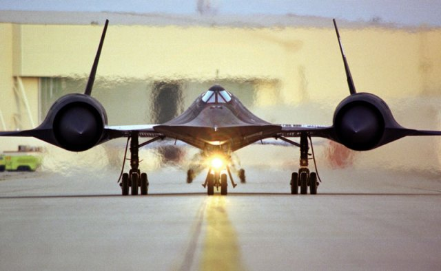 fastest-airplane-ever-lockheed-sr-71-blackbird-6