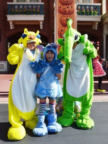 the-awesome-outfits-of-cosplayers-at-tokyo-disneyland5