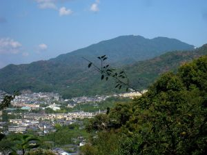 800px-Mount_Hiei_from_Kyoto_-_IMG_5701