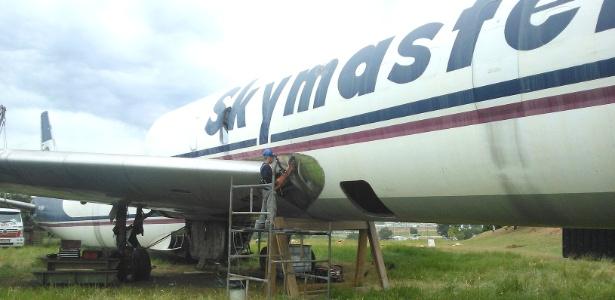 aviao-e-desmanchado-no-aeroporto-de-viracopos-sp-1397506694579_615x300