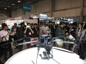 b-drone-b-20150521-870x652