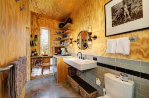 matt-garcia-design-llano-exit-strategy-bathroom-via-smallhousebliss