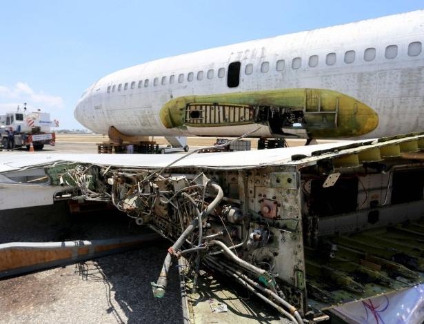 13set2017---um-aviao-da-companhia-aerea-alema-lufthansa-famoso-apos-o-sequestro-da-aeronave-ha-40-anos-comecou-a-ser-desmontado-nesta-quarta-feira-em-fortaleza-para-ser-repatriado-a-alem