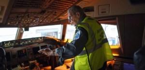 azriel-blackman-chegando-as-condicoes-de-um-aviao-no-hangar-da-american-airlines-em-nova-york-1500398428033_615x300