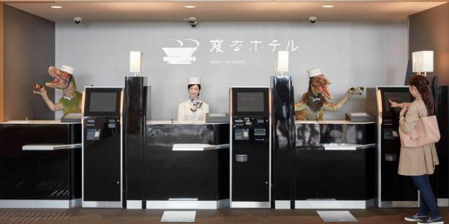 Hen-na-Hotel-3-robot-receptionists-cropped