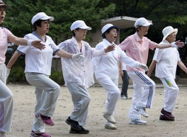 japan-seniors-exercise-healthjpg-58f95715a5636f6f