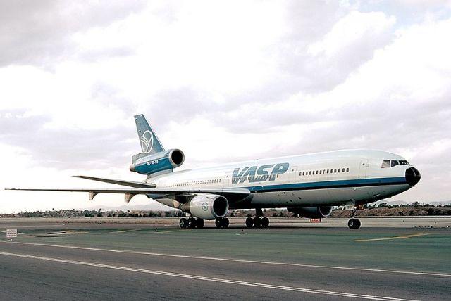 800px-McDonnell_Douglas_DC-10-30,_VASP_AN0073979 (1)